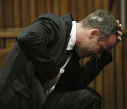 Oscar Pistorius becomes emotional during his trial at the high court in Pretoria on April 7, 2014. /Reuters