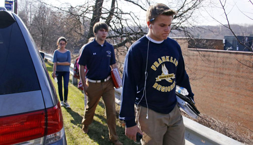 Students leave the campus of the Franklin Regional School District after more than a dozen students were stabbed by a knife-wielding suspect at nearby Franklin Regional High School in Murrysville, Pennsylvania on April 9, 2014. /AP