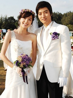 So Yi-hyun (left) and In Kyo-jin in a scene from a drama they appeared in together in 2008