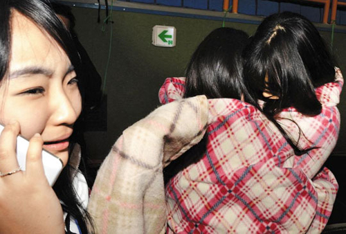 Students who survived a ferry wreck weep after being rescued on Wednesday. /Newsis