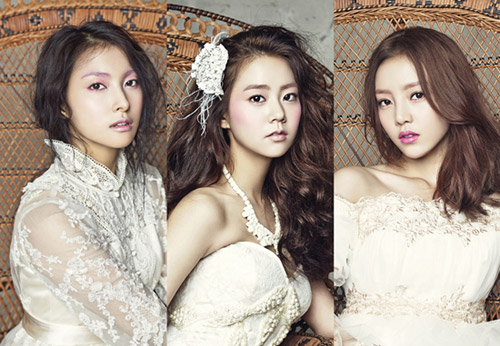 From left, Park Gyu-lee, Han Seung-yeon and Gu Ha-ra