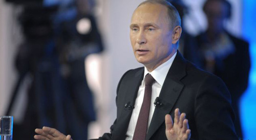 Russian President Vladimir Putin hosts a live televised call-in show in Moscow on April 17, 2014. /Reuters