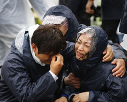 Family members of passengers missing on the overturned ferry Sewol react at a port in Jindo, South Jeolla Province. /Reuters