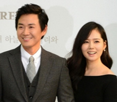 Yeon Jung-hoon (left) and Han Ga-in