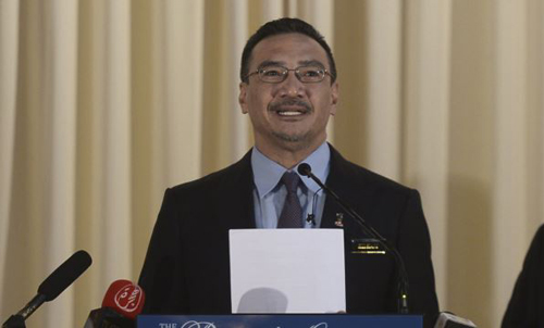 Malaysias Defense Minister and acting Transport Minister Hishammuddin Hussein speaks at a news conference in Kuala Lumpur on April 23, 2014. /Reuters