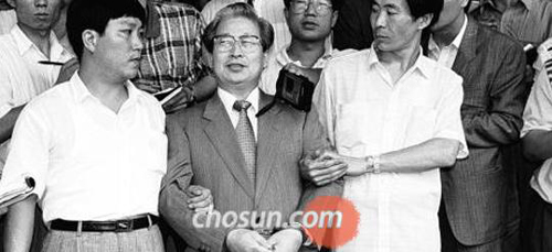 Yoo Byung-eon, then Semo Group chairman, is arrested on charges of embezzling money from members of a religious cult on Aug. 1, 1991.