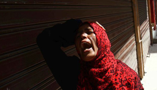 An Egyptian woman mourns after a judge sentenced to death 683 alleged supporters of the countrys ousted Islamist president over acts of violence and the murder of policemen in the latest mass trial in the southern city of Minya, Egypt on April 28, 2014. /AP