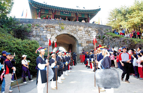 A changing of the guards is reenacted at the South Gate of the Namhansanseong Fortress in Gwangju, Gyeonggi Province. /Courtesy of the Gwangju City Government