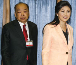 Thailands Prime Minister Yingluck Shinawatra (right) and Deputy Prime Minister Surapong Tovichakchaikul arrive before a meeting with the Election Commission at the Royal Thai Air Force Academy in Bangkok on April 30, 2014. /Reuters