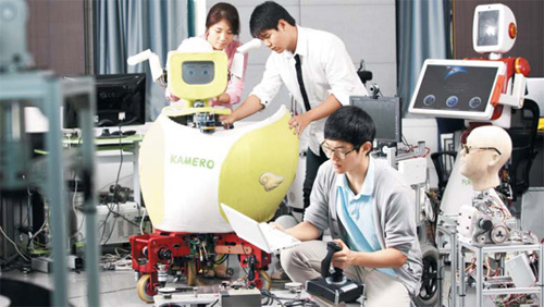 Students at the Korea Advanced Institute of Science and Technology work at a robot laboratory. /Courtesy of the Korea Advanced Institute of Science and Technology