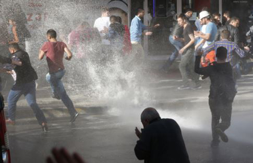A police water cannon is used against anti-government protesters in Soma, Turkey on May 16, 2014. /AP