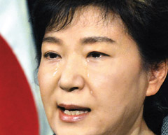 President Park Geun-hye sheds tears during a nationally televised speech at Cheong Wa Dae in Seoul on Monday. /Newsis