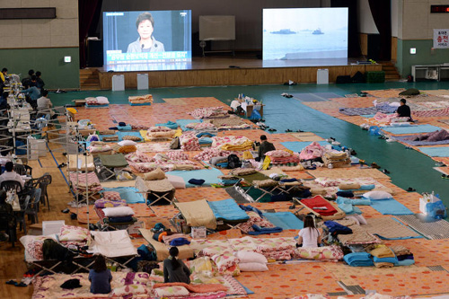 The stadium in Jindo, South Jeolla Province where the families of the ferry disaster are staying is almost empty on Wednesday as the number of the missing went down to 16. /Newsis