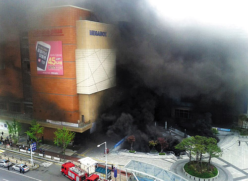 The Goyang Bus Terminal in Gyeonggi Province is engulfed in black smoke on Monday. /News 1