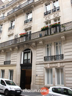 A posh apartment on rue de Cerisoles near the Arc de Triomphe where Yoo Sum-na, the eldest daughter of Yoo Byung-eon lived until her arrest early this week.