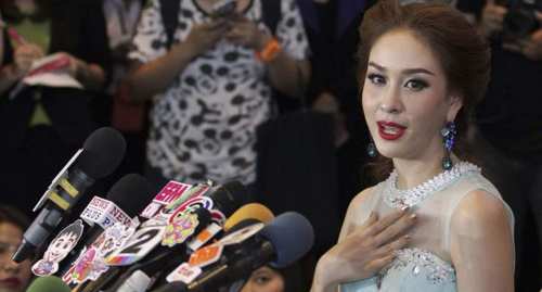 Miss Universe Thailand Weluree Ditsayabut, 22, speaks during a news conference in Bangkok on June 9, 2014. /Reuters