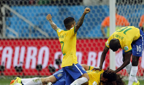 Brazil players celebrate after scoring a third goal during the group A World Cup soccer match against Croatia in the opening game of the tournament at Itaquerao Stadium in São Paulo, Brazil on June 12, 2014. /AP