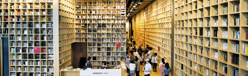 Visitors look around the newly opened library in Paju, Gyeonggi Province on Thursday.