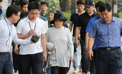 Kwon Yun-ja (second from right), the wife of fugitive ferry owner Yoo Byung-eon, is arrested in Bundang, Gyeonggi Province on Saturday.