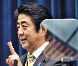 Japanese Prime Minister Shinzo Abe gestures during a press conference at his official residence in Tokyo on Tuesday. /AP-Newsis