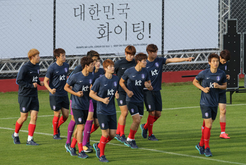 Korean players train at their base camp in Foz do Iguaçu, Brazil on Tuesday.