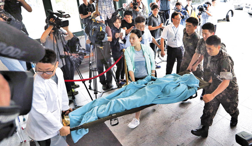 A decoy for a soldier who went on a shooting rampage is carried into Gangneung Asan Hospita, in this photo released by the military on Monday.