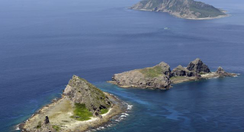 A group of disputed islands, Uotsuri island (top), Minamikojima (bottom) and Kitakojima, known as Senkaku in Japan and Diaoyu in China is seen in the East China Sea, in this photo taken by Kyodo, in September 2012. /Reuters