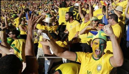 Brazil soccer fans celebrate their teams victory over Chile after a penalty shootout at a World Cup round of 16 match in Mineirao Stadium, Belo Horizonte on June 28, 2014. /AP
