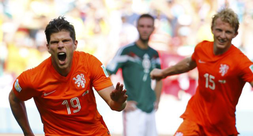 Klaas-Jan Huntelaar (left) and Dirk Kuyt of the Netherlands celebrate Huntelaars goal during their 2014 World Cup round of 16 game against Mexico at the Castelao arena in Fortaleza on June 29, 2014. /Reuters