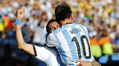 Argentinas Angel Di Maria celebrates after scoring a goal with teammate Lionel Messi during extra time in their 2014 World Cup round of 16 game against Switzerland at the Corinthians arena in São Paulo on July 1, 2014. /Reuters