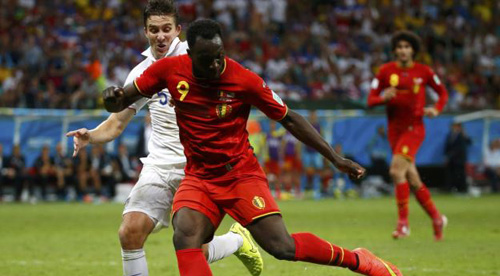 Belgiums Romelu Lukaku shoots to score a goal during extra time in the 2014 World Cup round of 16 game between Belgium and the U.S. at the Fonte Nova arena in Salvador on July 1, 2014. /Reuters