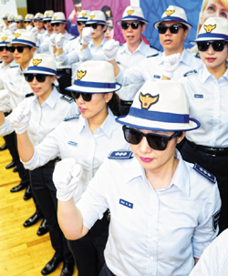 Tourist police attend a launch event at the Busan Metropolitan Police Agency on Thursday. /Newsis