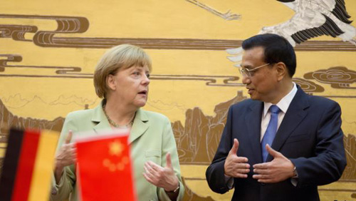 German Chancellor Angela Merkel (left) chats with Chinese Premier Li Keqiang during a signing ceremony at the Great Hall of the People in Beijing on July 7, 2014. /Reuters