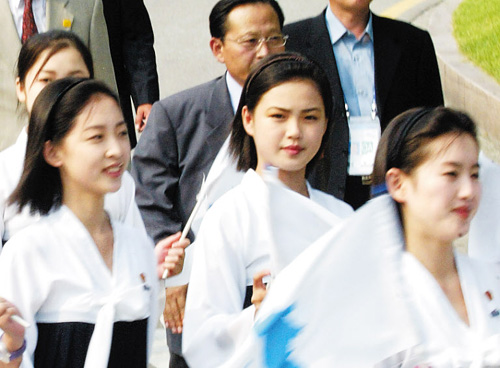 North Korean leader Kim Jong-uns wife Ri Sol-ju (center) comes to the South as a cheerleader during the Asian Athletics Championships in Incheon in 2005 (file photo).