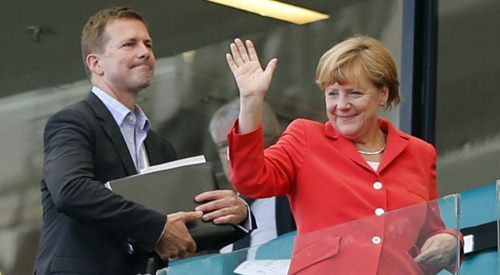 German Chancellor Angela Merkel waves after watching the group G World Cup soccer match between Germany and Portugal at the Arena Fonte Nova in Salvador, Brazil on June 16, 2014. /AP