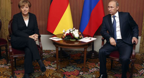 Russian President Vladimir Putin meets with German Chancellor Angela Merkel in Deauville, Northern France on June 6, 2014. /Reuters