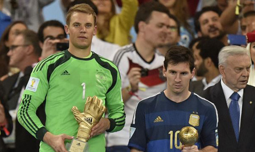 Germanys goalkeeper Manuel Neuer, winner of the Golden Glove award for best goalkeeper stands alongside Golden Ball winner Argentinas Lionel Messi after the World Cup final soccer match between Germany and Argentina in Rio de Janeiro, Brazil on July 13, 2014. /AP