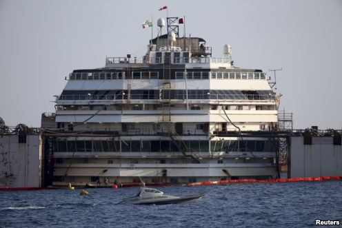 A front-on view of the Costa Concordia during a refloat operation at Giglio harbour at Giglio Island in Italy on July 14, 2014. /Reuters