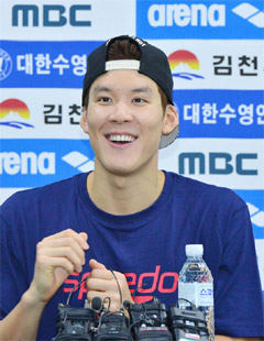 Swimmer Park Tae-hwan speaks at a press event in Gimcheon, North Gyeongsang Province on Wednesday for the 2014 Incheon Asian Games. /Newsis