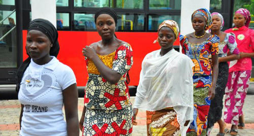 Girls who escaped their Boko Haram captors arrive at presidential villa, Abuja on July 22, 2014. /Reuters