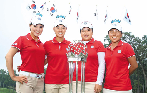 Golfers -- Ryu So-yeon (far left), Choi Na-yeon, Park In-bee and Kim In-kyung -- pose ahead of the International Crown at a golf course in Maryland on Tuesday. /Courtesy of Hana Financial Group