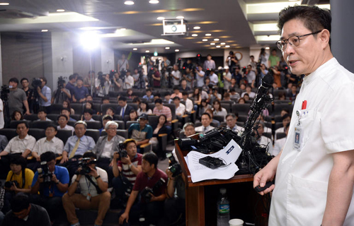 Seo Joong-seok, director of the National Forensic Service, briefs reporters in Seoul on Friday. /Newsis
