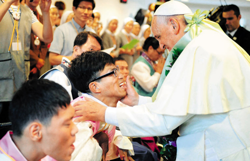 Pope Francis visits a Catholic charity village in Eumseong, North Chungcheong Province on Saturday.
