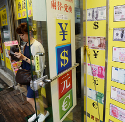 A tourist leaves an exchange office near the Chinese Embassy in Seoul on Sunday. /Newsis