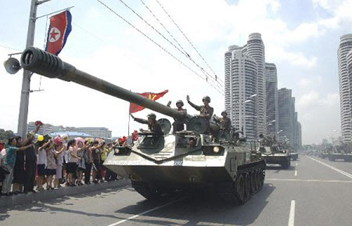 North Korean tanks parade to mark the 60th anniversary of the armistice that halted the Korean War in Pyongyang on July 27, 2013. /Reuters-Newsis