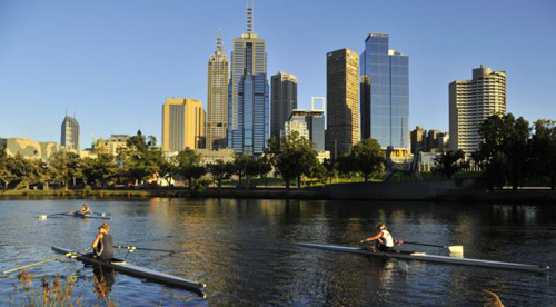 Rowers train at dawn on the Yarra River in Melbourne, Australia on Jan. 24, 2012 (file photo). /Reuters
