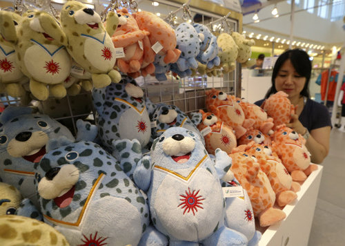 Souvenirs for the 2014 Incheon Asian Games are displayed in a store in the port city on Wednesday.