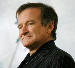 Robin Williams poses for photographers during a photo call on Nov. 15, 2005. /Reuters