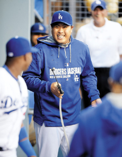 Ryu Hyun-jin of the Los Angeles Dodgers threatens to spray teammates in the dugout prior to a baseball game against the San Diego Padres in Los Angeles on Wednesday. /AP-Newsis
