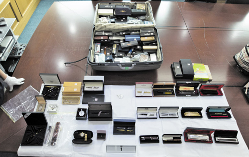 Ferry owner Yoo Byung-eons newly discovered suitcases are displayed at the Incheon District Prosecutors Office on Monday.